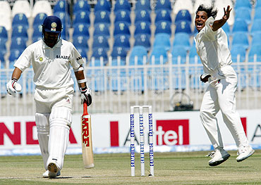 Shoaib Akhtar (right) celebrates after dismissing Sachin Tendulkar in the 2004 Rawalpindi Test