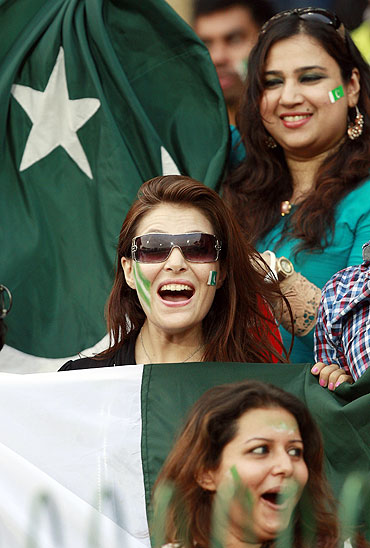 Pakistan fans cheer during the match between Australia and Pakistan