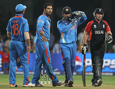 MS Dhoni unsuccessfully reviews an LBW appeal against Ian Bell during the tied match between India and England