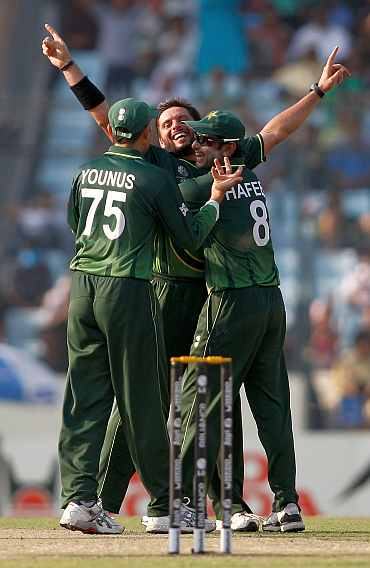 Shahid Afridi with Younis and Hafeez after dismissing Kieron Pollard