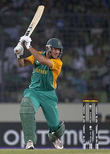 Graeme Smith plays a shot on the off side duing his knock against New Zealand