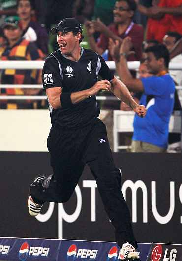 Jacob Oram celebrates after taking Jacques Kallis' catch