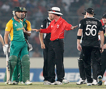 Umpire Rod Tucker seperates South Africa's Faf du Plessis (left) and New Zealand's Scott Styris after an altercation