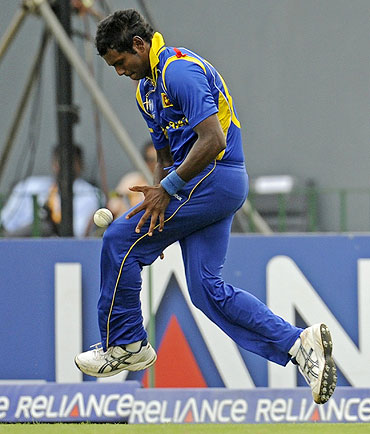 Sri Lanka's Angelo Mathews drops a catch off the bat of Eoin Morgan