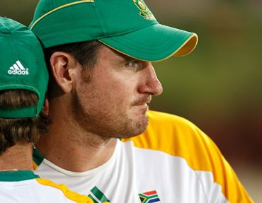 Graeme Smith is grim faced after South Africa lose to New Zealand