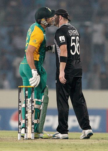 Faf du Plessis (L) of South Africa and New Zealand's Scott Styris pretend to kiss and make up after an altercation following the run-out of A B de Villiers