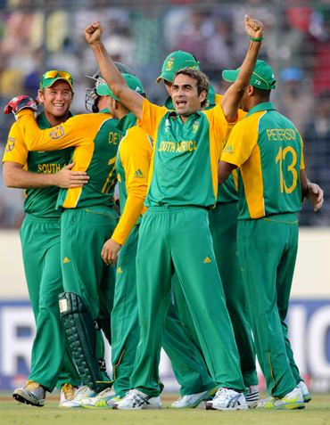Imran Tahir celebrates with team mates after claiming the wicket of Jesse Ryder