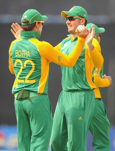 Johan Botha and Graeme Smith celebrate the wicket of Martin Guptill
