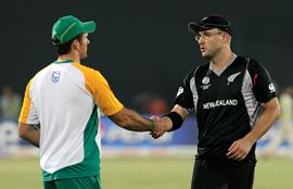 Graeme Smith congratulates Vettori after the quarter-final