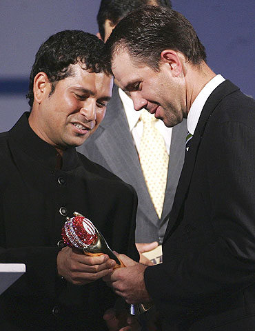 Sachin Tendulkar (left) hands Ricky Ponting the 2006 ICC Player of the Year Award