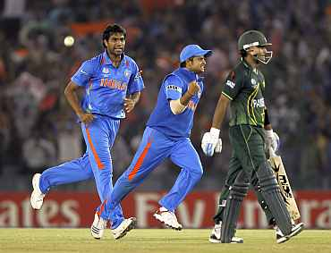 Munaf Patel celebrates after claiming the wicket of Mohammad Hafeez