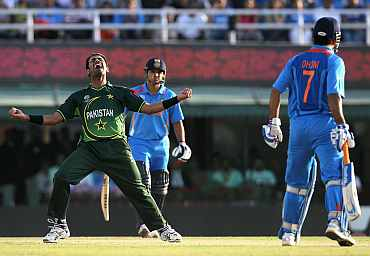 Wahab Riaz celebrates after dismissing MS Dhoni