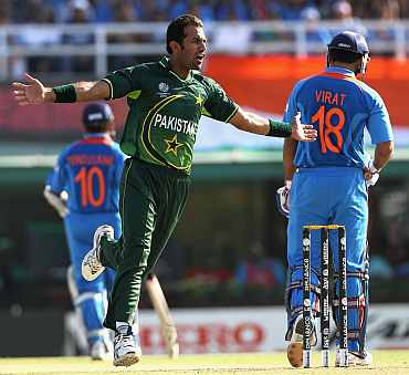 Wahab Riaz celebrates after picking up Virat Kohli's wicket
