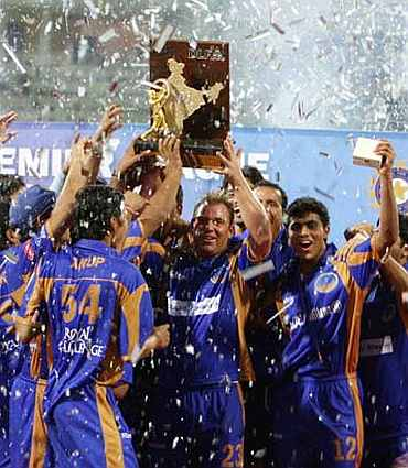 Shane Warne and his players with the 2008 IPL trophy