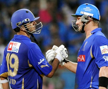 Shane Watson (right) congratulates Rahul Dravid after winning the match