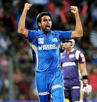 Mumbai Indians pacer Munaf Patel celebrates the wicket of Jacques Kallis