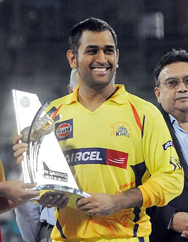 MS Dhoni with the fair-play trophy