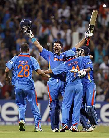 Indian team celebrates after winning the World Cup