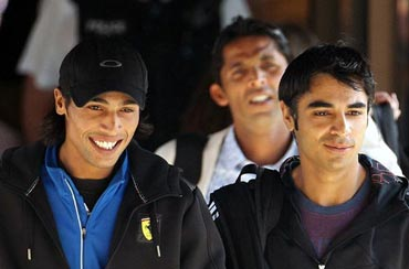 Mohammad Aamir (left) with Mohammad Asif (behind) and Salman Butt