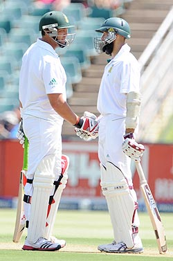 Kallis and Amla during their partnership on Day 1