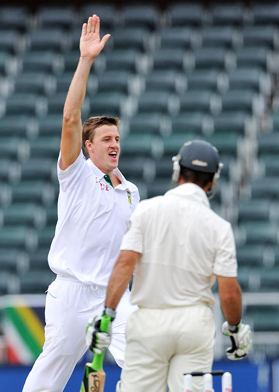 Morne Morkel celebrates the wicket of Ricky Ponting