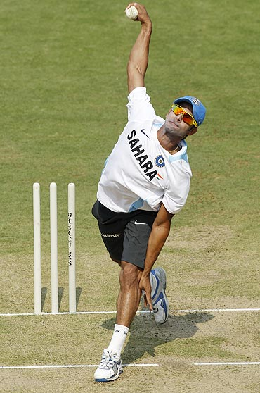 Manoj Tiwary bowls at the nets