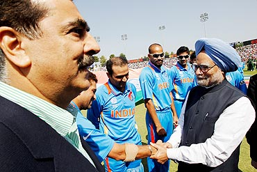 Prime Minister Manmohan Singh of India shakes hands with Sachin Tendulkar as Prime Minister Syed Yusuf Raza Gilani of Pakistan looks on prior to the start of the 2011 ICC World Cup second semi-final