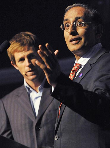 Jonty Rhodes with ICC chief Haroon Lorga