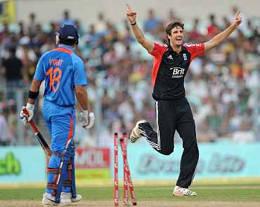 Steven Finn celebrates after dismissing Virat Kohli