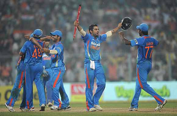 The Indian team celebrates after beating England in the fifth ODI
