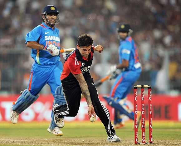 Jade Dernabach runs MS Dhoni out during the Twenty20 match