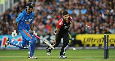 Jade Dernbach runs out Ravichandran Ashwin
