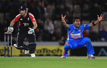 Vinay Kumar appeals and gets the wicket of Craig Kieswetter