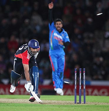 Ravi Bopara survives a run-out attempt