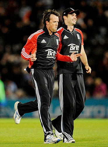 England's Graeme Swann (left) celebrates with James Anderson after dismissing Virat Kohli