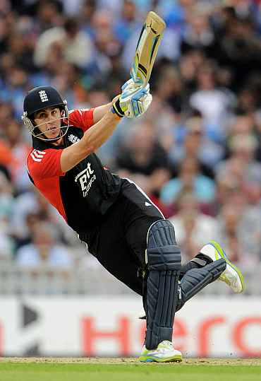 Craig Kieswetter hits a six during his match against India