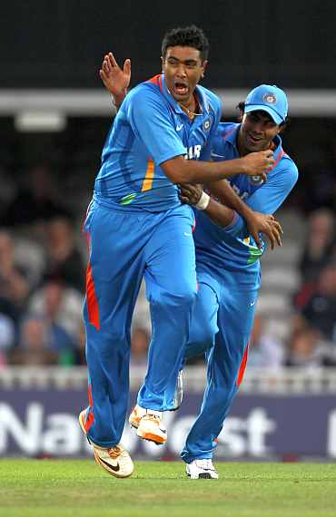 R Ashwin celebrates with R Jadeja