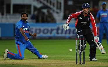 Munaf Patel runs Graeme Swann out during the fourth ODI at Lord's