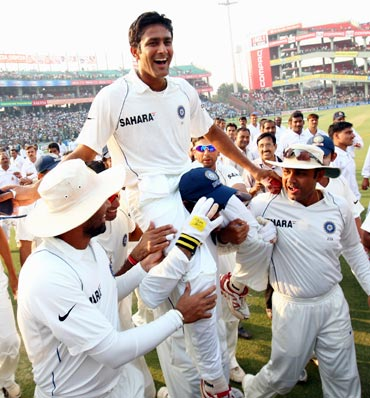 India captain Anil Kumble is chaired round the pitch on a lap of honour by his team-mates after announcing his retirement from Test cricket during day five of the Third Test against Australia at the Feroz Shah Kotla Stadium in Delhi, on November 2, 2008.