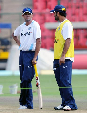 Rahul Dravid (left) with Mahendra Singh Dhoni
