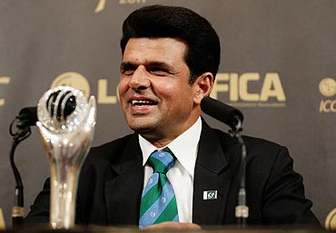 Umpire Aleem Dar of Pakistan shares a joke with the media after being voted ICC Umpire of the Year