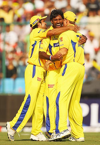 Laxmipathy Balaji (centre) with Chennai Super Kings' team-mates