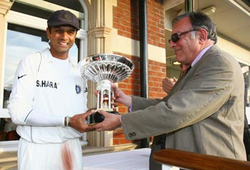 Rahul Dravid holds the Pataudi trophy as Indian players celebrate their series win against England with Tiger Pataudi during day five of the Third Test match against England at the Oval on August 13, 2007