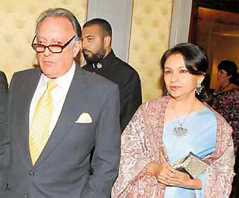 Pataudi with wife Sharmila Tagore