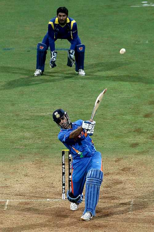 MS Dhoni hits the winning runs for India