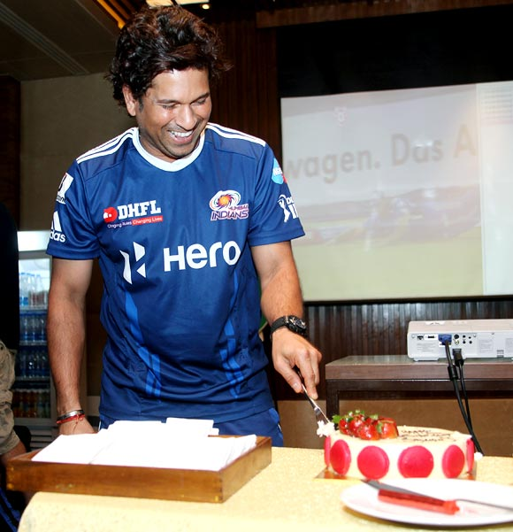 Sachin Tendulkar cuts a cake to celebrate his birthday