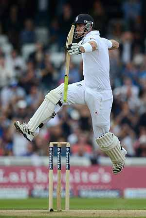 Kevin Pietersen celebrates after getting to hundred