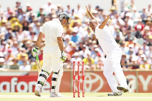Vernon Philander of South Africa celebrates the wicket of Ricky Ponting