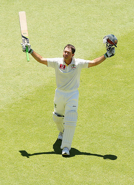 Ricky Ponting walks off the field to a standing ovation after playing his last innning for Australia on Monday