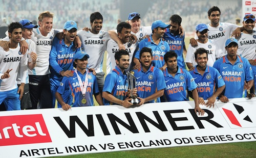 India celebrate winning the ODI series after the 5th ODI against England at Eden Gardens on October 25, 2011